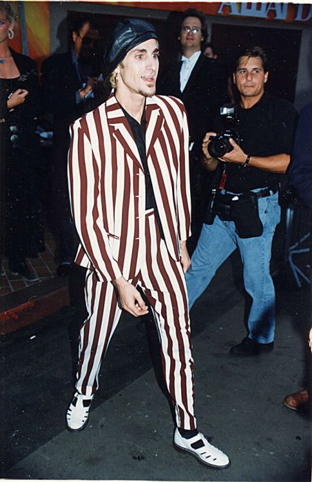 Photos from the 1993 VMAs (39 pics)
