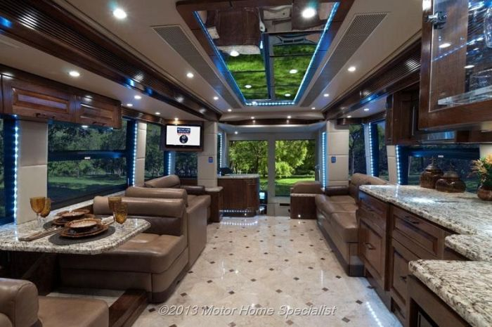 Motorhome De Lujo The Oasis additionally Outlaw Continues To Impact Toy Hauler Segment likewise Thor Daybreak Motorhome Exterior Kitchen besides 2015 Thor Outlaw Class A Toy Hauler furthermore Thor motor coach gemini 23tr. on thor motorhome floor plans