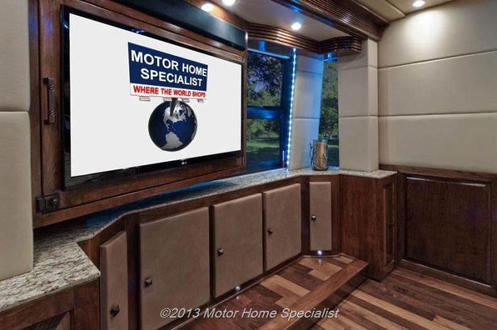 "Luxury Motorhome ""The Oasis"" (126 pics)"