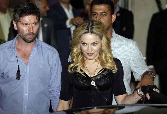 Madonna's Grillz (7 pics)
