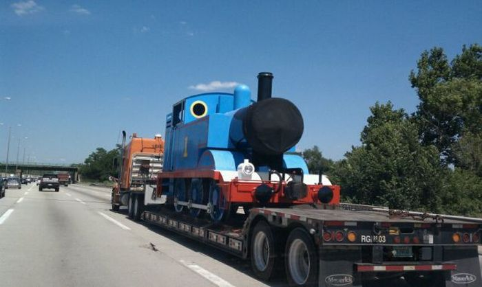 Odd Things on the Road (35 pics)