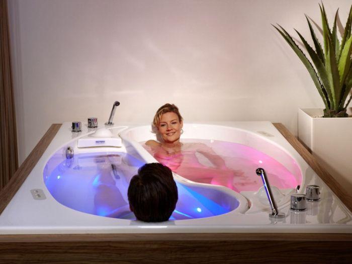 Couple Bath Worth $55,000 (9 pics)