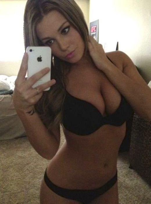 Ciara Price Twitpics (26 pics)