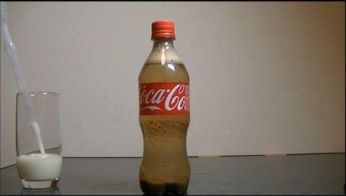 Coca-Cola + leche, pasa a ver que sucede