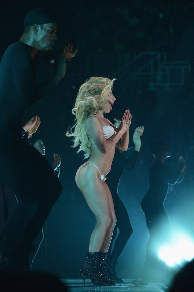 Lady Gaga at MTV VMA 2013 (10 pics)
