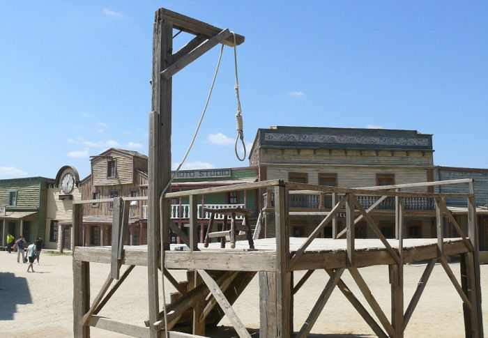 Abandoned Western Sets (23 pics)