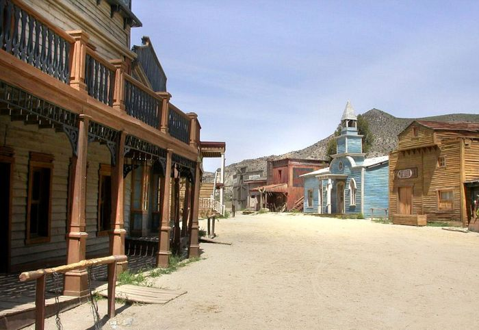 Abandoned Western Sets (23 pics)