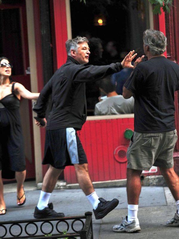 Alec Baldwin vs Paparazzi (10 pics)