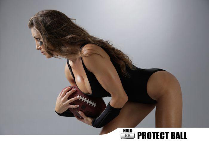 Sexy Football Fans (23 pics)