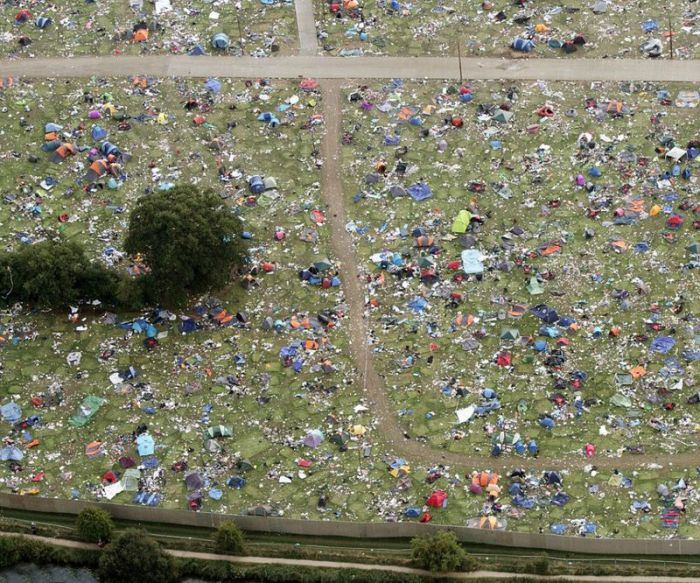 Aftermath of a Music Festival (7 pics)