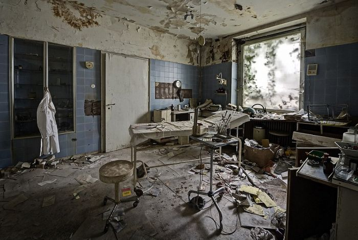 Abandoned Mansion of a German Doctor (19 pics)