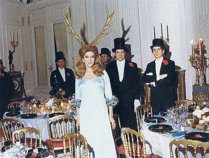 1972 Rothschild Surrealist Dinner Party (19 pics)