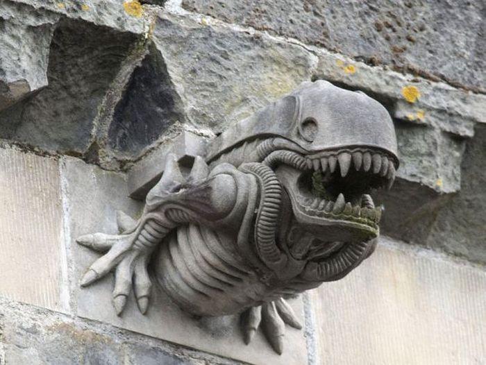 Aliens in Scottland (3 pics)