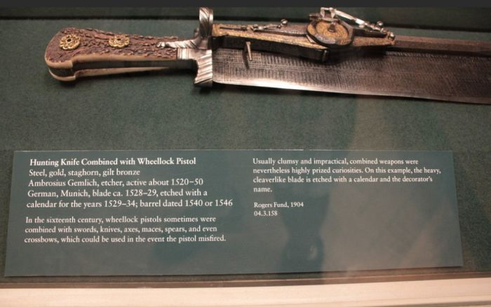 Pistol Knife Calendar (6 pics)
