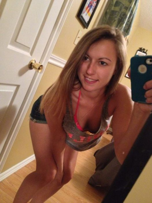 Girls in Shorts (44 pics)