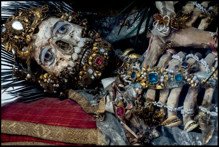 Jewel Encrusted Skeletons (13 pics)
