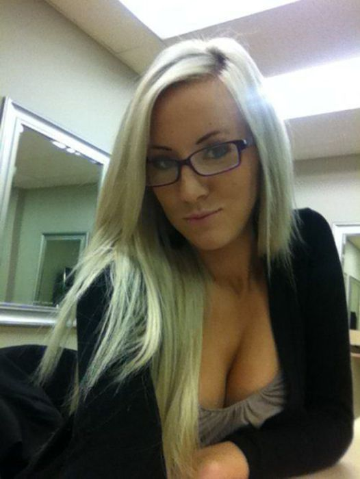Girls Get Bored at Work (29 pics)