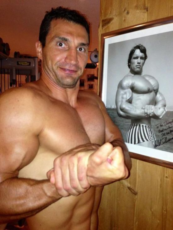 Klitschko and Schwarzenegger on Twitter (4 pics)
