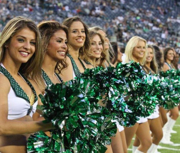Sexy Cheerleaders (64 pics)