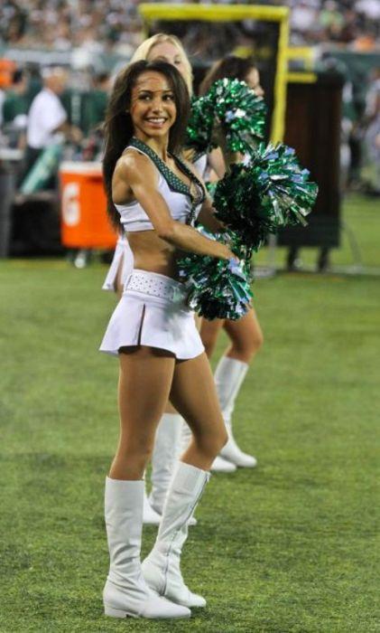 Sexy Cheerleaders 64 Pics-1300