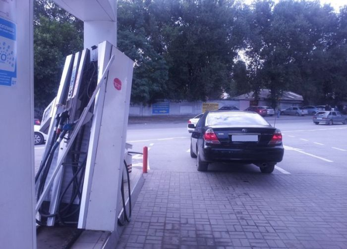 Gas Station Fail (4 pics)