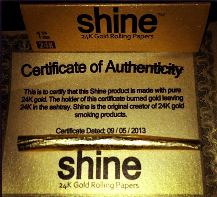 24-Carat Gold Rolling Papers (8 pics)