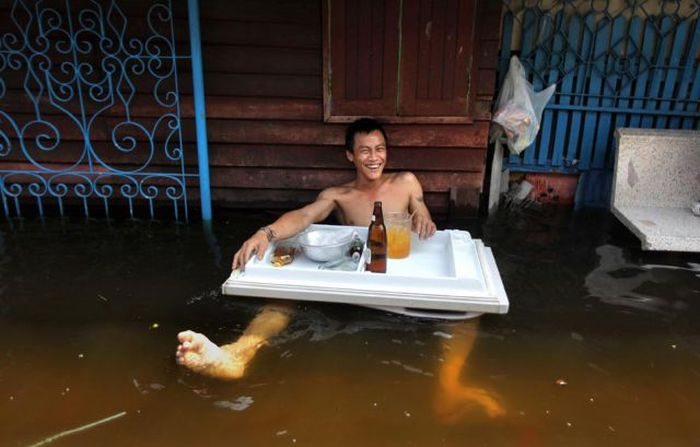 Fun During Floodings (69 pics)
