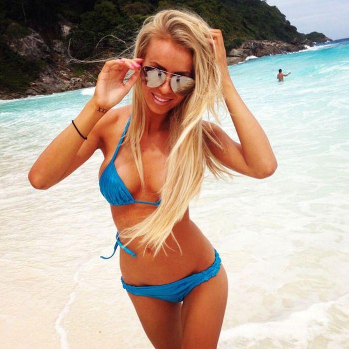 Bikini Girls (23 pics)