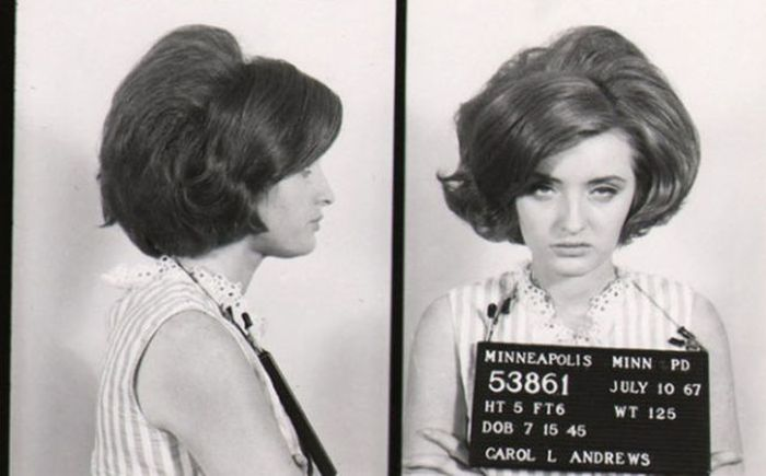 Vintage Mugshots of Females (17 pics)