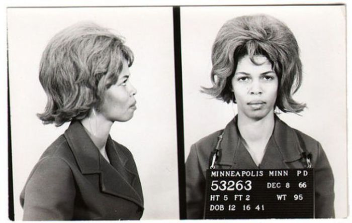 Vintage Mugshots of Females (17 pics)