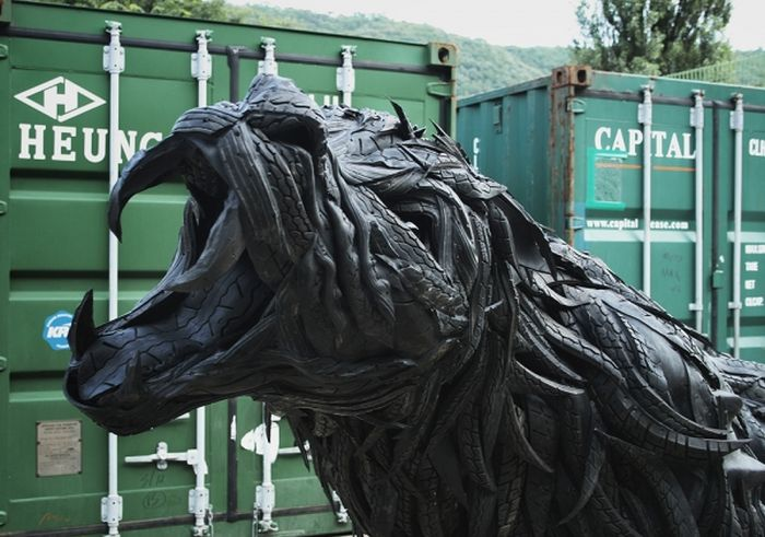 Sculptures Made Out of Old Tires (46 pics)