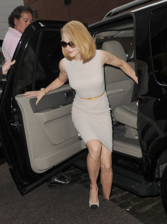 Nicole Kidman Got Hit by a Bike (6 pics)