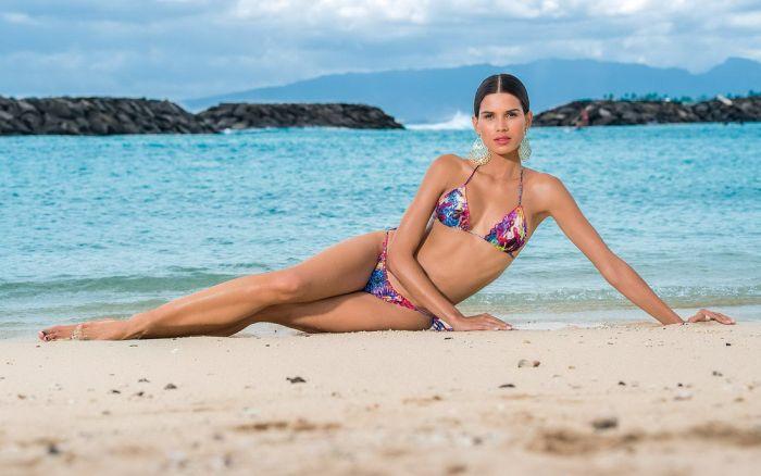 Raica Oliveira in Bikini (31 pics)