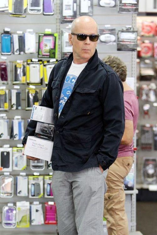 Bruce Willis in LA (5 pics)
