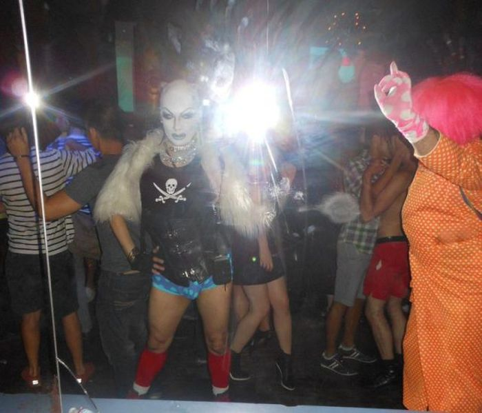 Strange Night Club Visitors (58 pics)