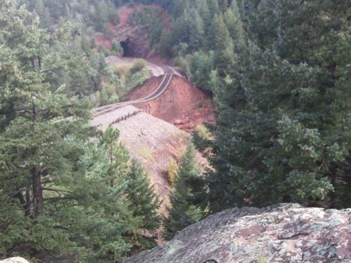 Dangerous Road (5 pics)