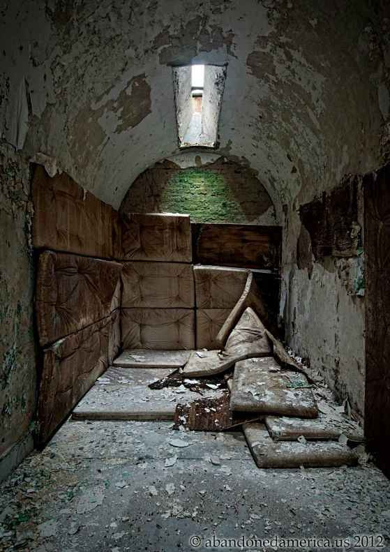 Two Abandoned Prisons 33 Pics