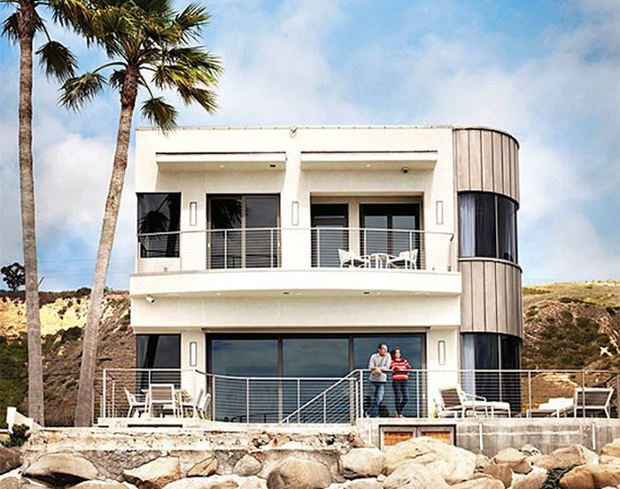 Bryan Cranston's Beach Side House in Los Angeles (11 pics)
