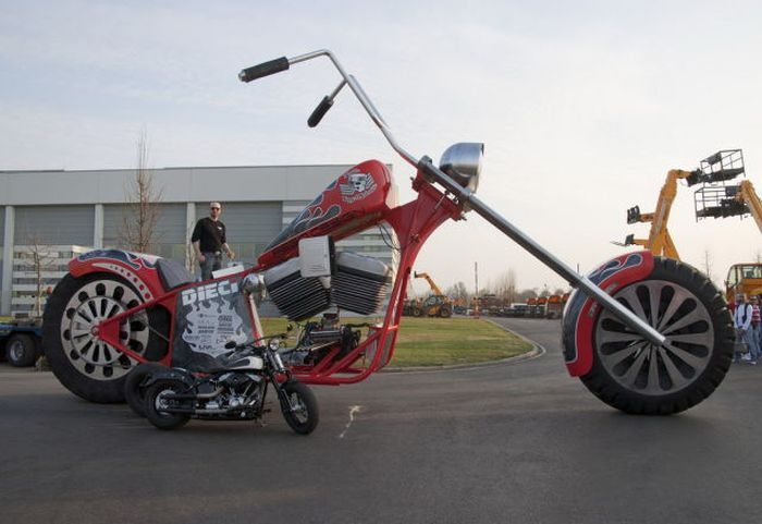 Giant Chopper (38 pics)