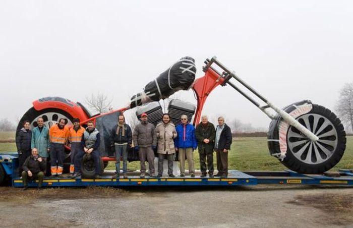 Giant Chopper (38 pics)
