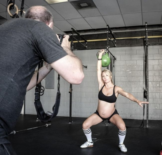 Photos of Pregnant Lea-Ann Ellison Lifting Weights (15 pics)