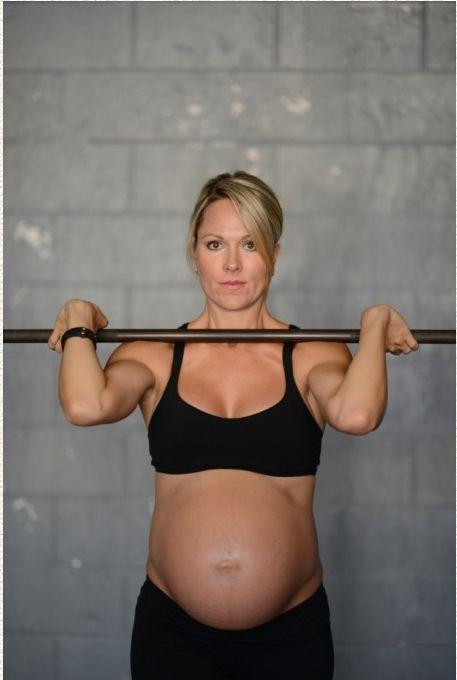 Photos of Pregnant Lea-Ann Ellison Lifting Weights (15 pics)