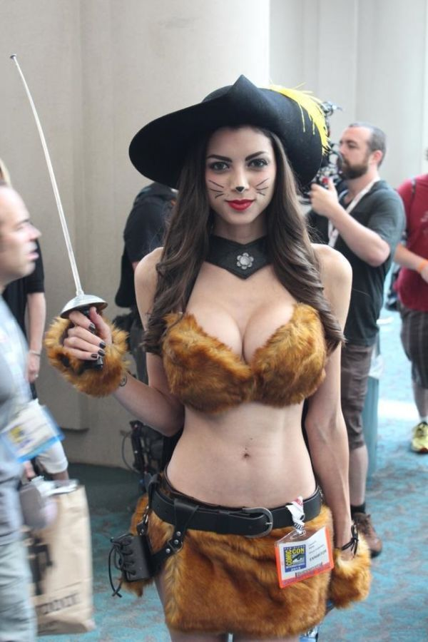 LeeAnna Vamp as Puss in Boots at Comic Con 2013 (6 pics)
