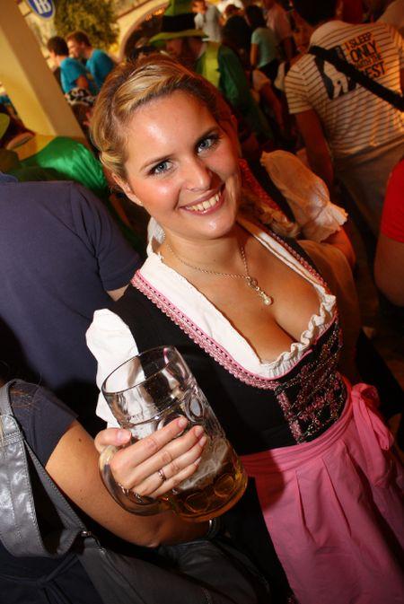 Oktoberfest Boobs (40 pics)