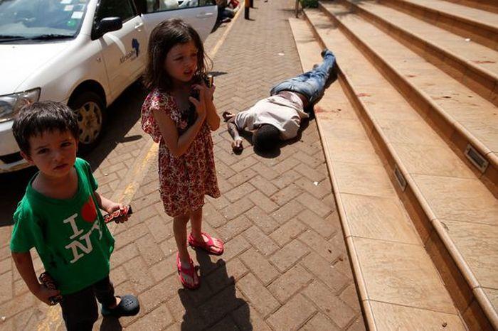 4-Year-Old British Boy vs Nairobi Terrorists (4 pics)