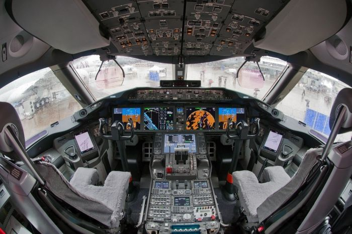 Cockpit Photos (23 pics)