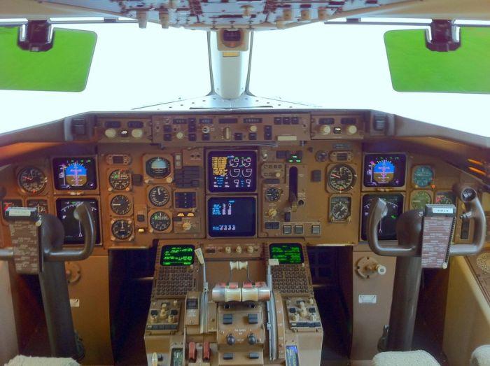 Cockpit Photos (23 pics)