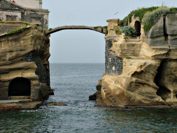 Gaiola Island is Doomed (8 pics)