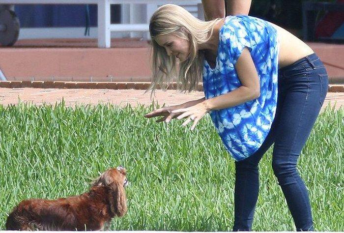 Joanna Krupa Playing with Her Dog (5 pics)