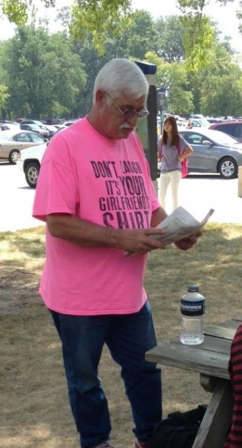 Old People Wearing Funny T-shirts (17 pics)